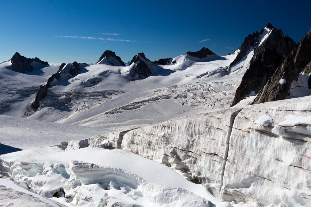 Crevasses et ponts de neige se succèdent