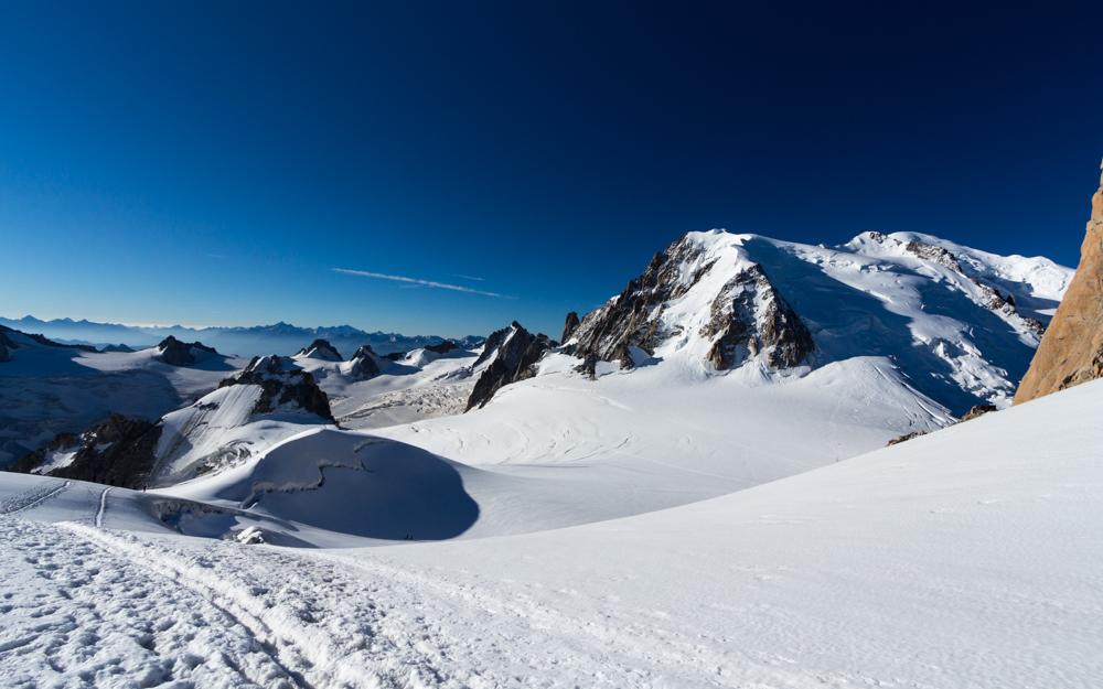 La vallée blanche et le Mont-Blanc à droite
